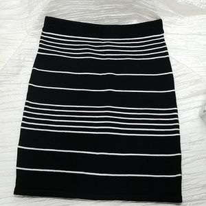 Wet Seal stretch skirt Size Small Black & White